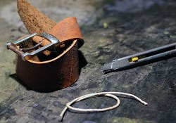 how to make a bracelet from an old leather belt - DIY jewelry tutorial