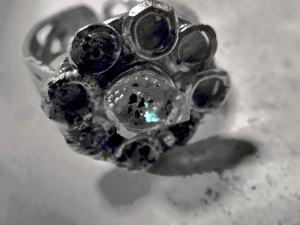 蛍光する水晶・オイルクオーツのリング