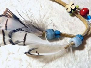 スウェードと民族ビーズと羽根のトライバルヘアピン