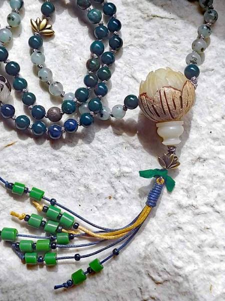 天山ブルー、ブラッドストーン、菩提樹のMalaネックレス