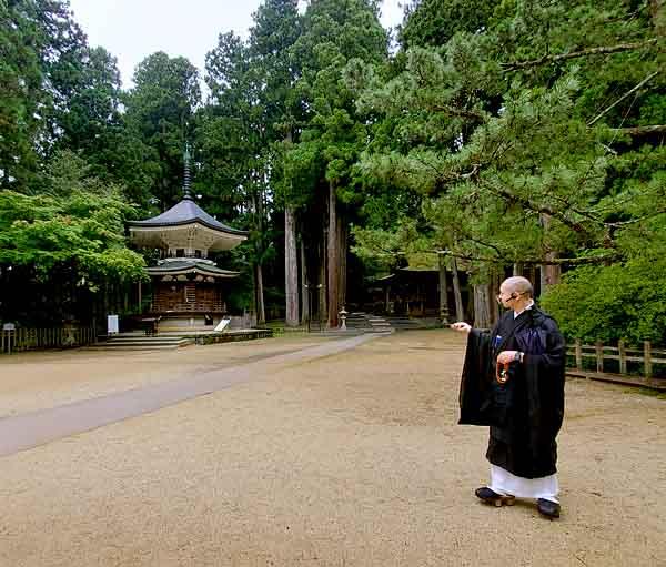 西禅院お坊さんと回る壇上伽藍ツアー