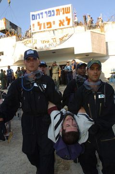 The inhabitants of Kfar Darom being forcibly removed