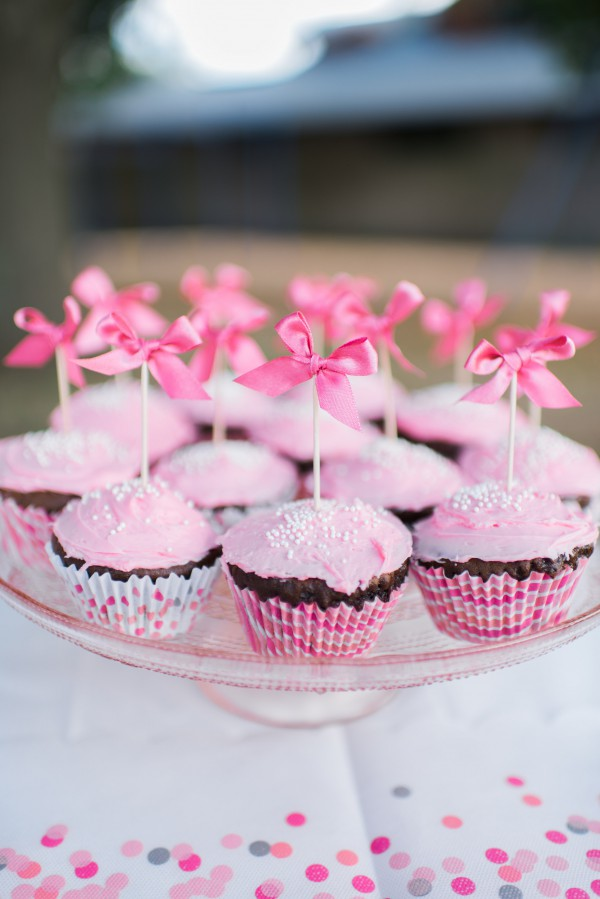 Pink cupcakes at seven year old girl birthday party styled by Yael from Jewish latin Princess