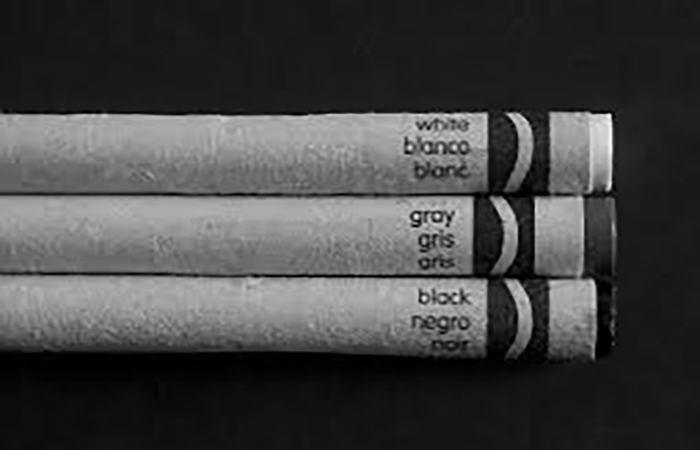Black and White? || ¿Blanco y negro?