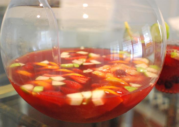 A Festive Drink: Bul/Sangria ||Una bebida festiva: bul/sangría