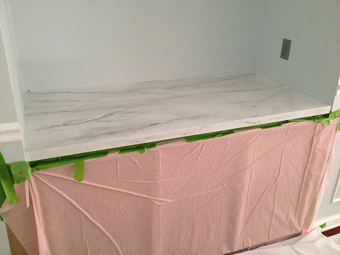 how to work with resin to create faux marble counter DIY