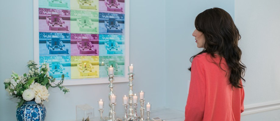 Shabbat candles with pop art about second temple