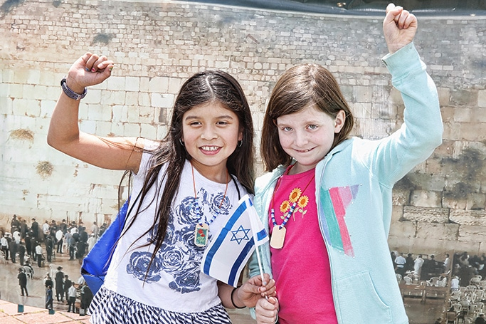 Children celebrating Israel