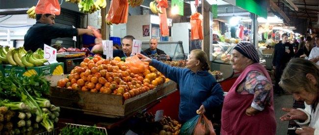 Women buying produce at the Shuk haCarmel, Tel Aviv. Steve Lubetkin Photo/Used by permission.