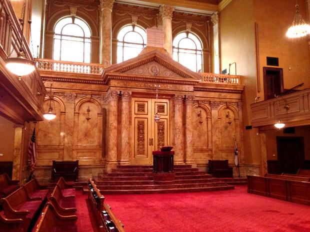 SynagogueInterior620x465