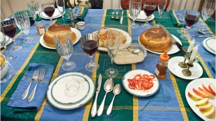 """Rosh Hashanah 5769 - The Table,"" by Edsel Little, used via Creative Commons License on Flickr.com"