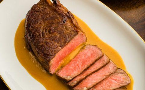 """Viennese """"Vanilla"""" Steak Vienna's Garlic Steak with 18 cloves of garlic gravy"""