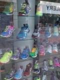3. Sapatos têm 36% de impostos; nos tênis importados o valor chega a 59%.