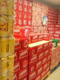 6. Nas bebidas opera o imposto educativo, como justificativa a redução do consumo, 56% da cerveja é tributo.