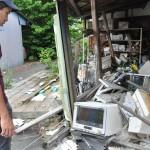 福島第一原発から約5㌔離れた大熊町の商店街一角。震災当時のまま。時が止まっている/2016年5月24日
