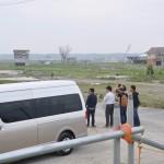 津波により地区全体が壊滅状態になった浪江町請戸地区を訪問する大学院生ら。2016年5月25日