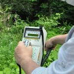南相馬市馬場地区の横川ダム付近山奥にて。放射能測定器の限界数値を超える。線量が測定不能に。2016年5月26日