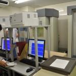 南相馬市立総合病院に設置されたホール・ボディ・カウンター(く検査機械)。過去5年間で1万50 00人以上の住民の内部被ばくを測定している。2016年5月27日