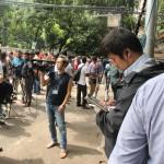 現場で取材するに海外メディアら(撮影:モニルール・アラム)