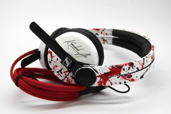 White Sennehsier HD25 with Logo image on the earcup-0