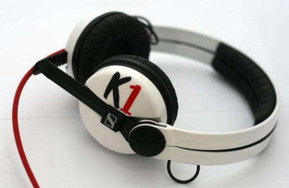 White Sennehsier HD25 with Logo image on the earcup-2770