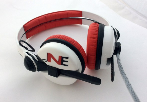 White Sennehsier HD25 with Logo image on the earcup-2802