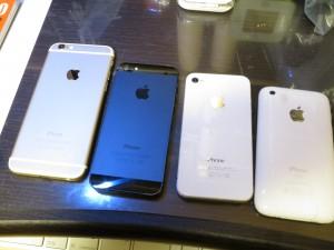 左から、iPhone6、5、4、3G・・・