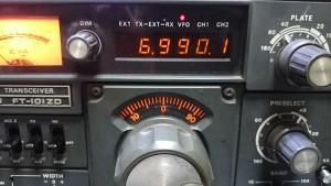 デジタルカウンターが10KHz下を示している(IC不良)