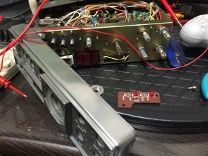 LED交換のため、Fパネル裏のLED台座を取り外す