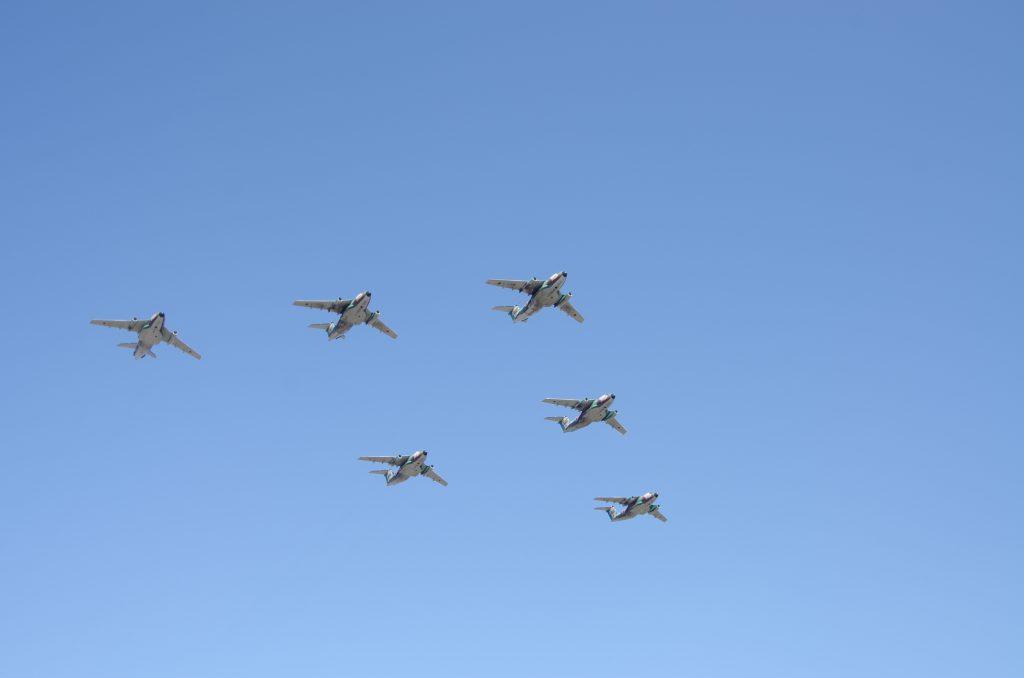 本当はコッチが主役だと思うのですが・・・。402SQ / C-1編隊飛行