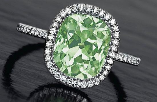 Anneau avec diamant vert