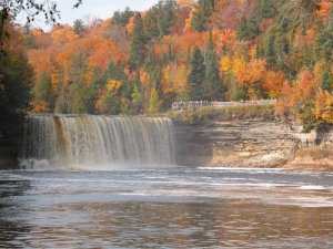 tahquamenon falls upper peninsula michigan