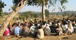 मानदेय के नाम आदिवासियों को आपस में लड़ाने का प्रयास