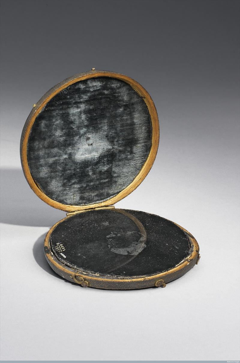 L0057559 Claude Lorrain mirror in shark skin case, believed at one ti