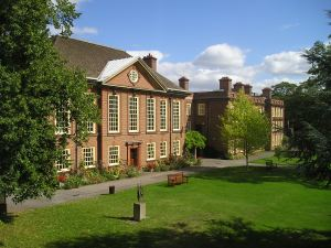 Somerville College, Oxford, where Margery Fry and Rose Sidgwick met. Wikimedia Commons.