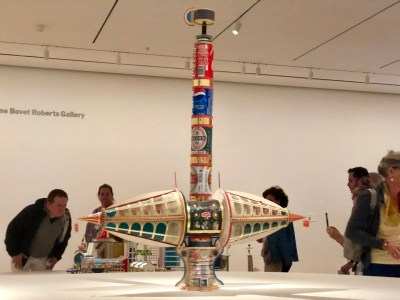 Sports Internationaux (1997): Here, two glazed modules extend from a tower comprised out of aluminum soda and beer cans.