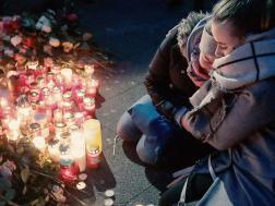 lilin-lilin-dan-bunga-di-berlin-orang-jerman-berduka-atas-serangan-teroris-19-desember-2016