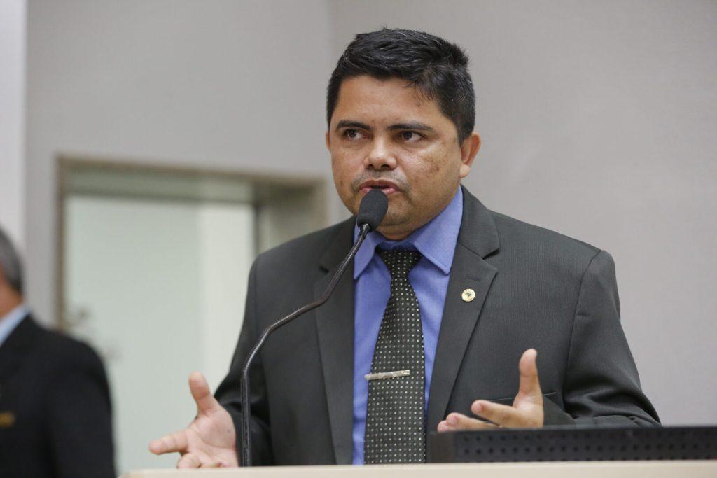 Escola Tiradentes – deputado Jesuíno Boabaid teve pedido de sinalização de pedestre atendido