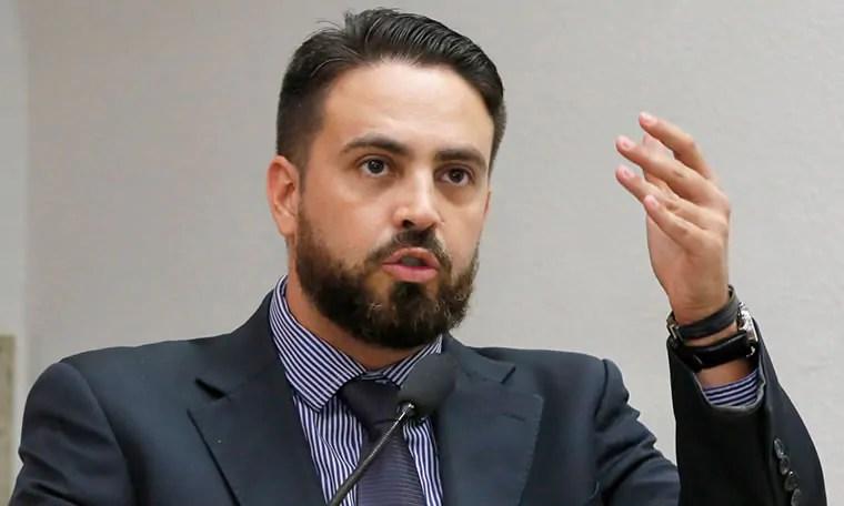 Léo Moraes indica ao governo e Detran aquisição de terreno para aulas e testes práticos