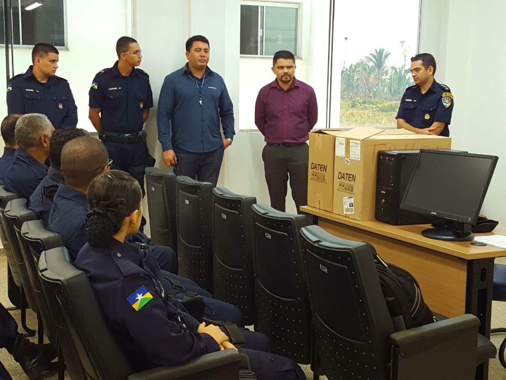 Deputado Jesuíno Boabaid entrega equipamentos eletrônicos à PM/RO