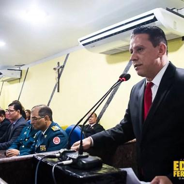 Edesio Fernandes entrega título de cidadão honorário a militares e secretários de justiça e segurança pública na Câmara Municipal