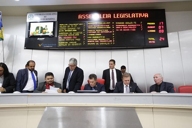 Assembleia aprova projeto que institui o auxílio-permanência do Ensino Médio