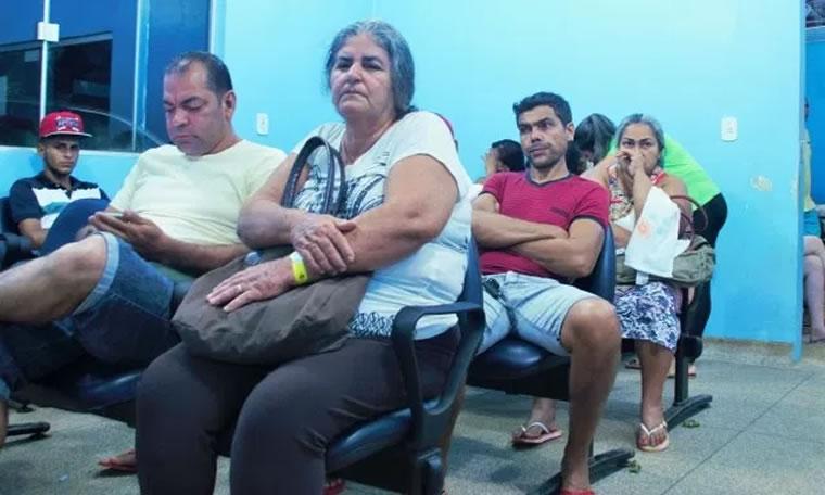SAÚDE – Aleks Palitot fiscaliza atendimento em policlínica