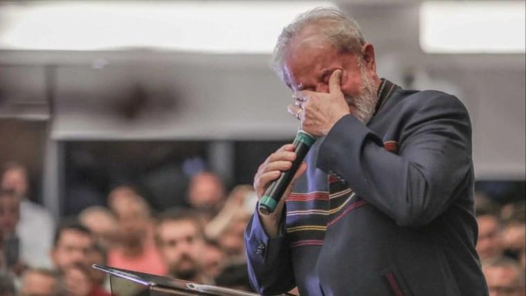 TRF-4 nega últimos recursos e Lula depende do STF para não ser preso