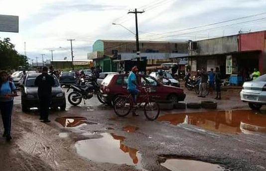 MARCOS FREIRE – Ada Dantas busca fim dos buracos na rua Petrolina