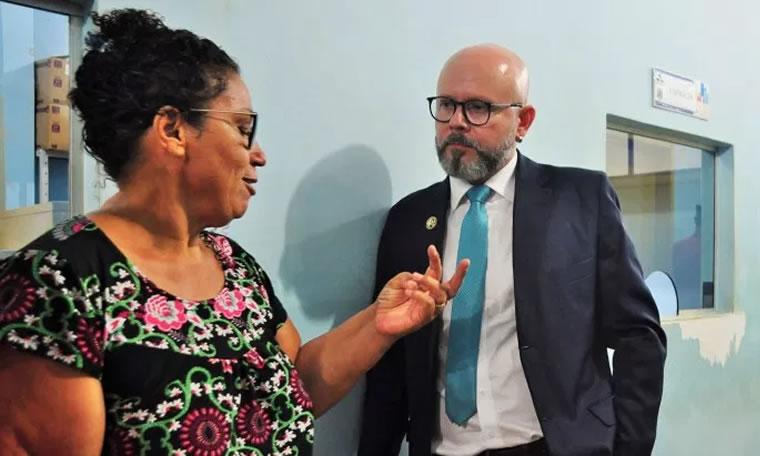 Aleks Palitot visita Unidade de Saúde Castanheira