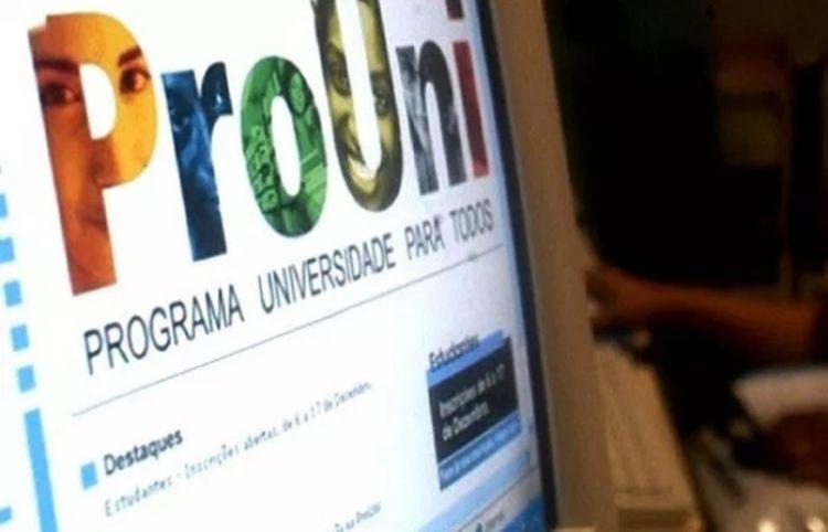 Candidatos do ProUni têm até hoje para aderir à lista de espera