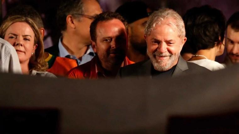 Desembargador manda soltar Lula da prisão ainda hoje