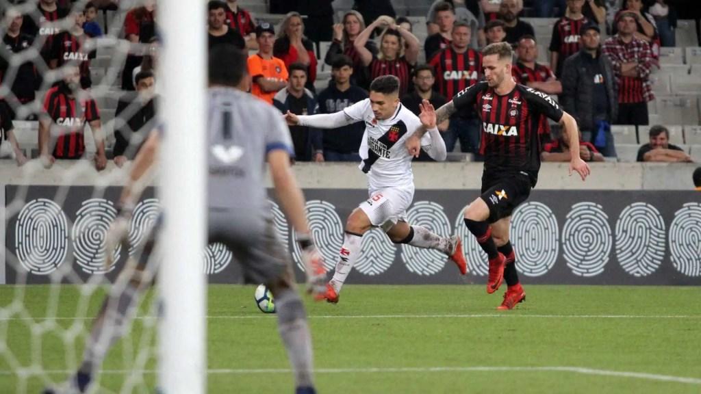 Atlético-PR vence em estreia de técnico Alberto Valentim no Vasco