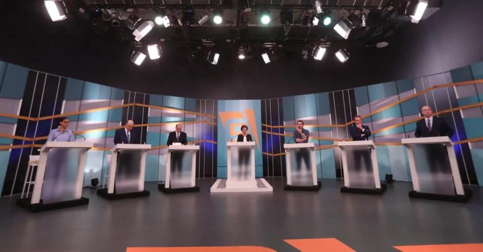 Em debate sem Bolsonaro, candidatos à Presidência são confrontados com casos de corrupção